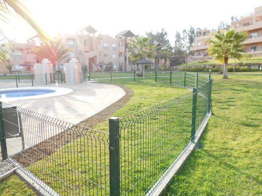 2011 se amplía la zona para tomar el sol en la piscina pequeña