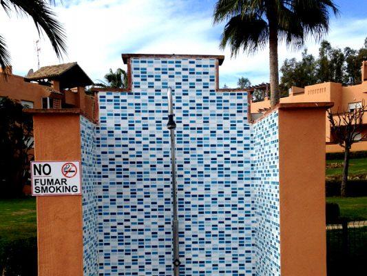 2017 nuevos azulejos para las duchas de la piscina